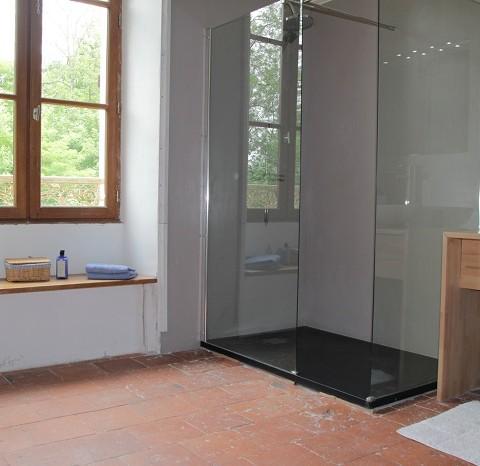 moderne badkamer met oude tommettes